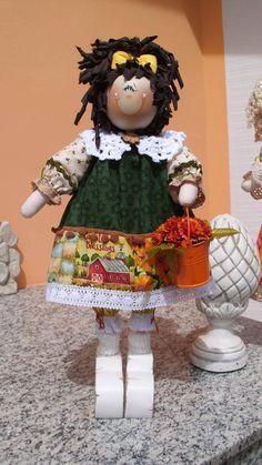 Mais uma de minhas bonecas de madeira. By Rosangela Trujillo.