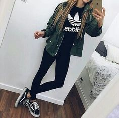 black leggings, an olive green jacket and black Vans (cool casual back to school outfit) Mode Outfits, School Outfits, Outfits For Teens, Casual Outfits, Skater Outfits, Disney Outfits, Casual Shirts, Adidas Moda, Mode Adidas