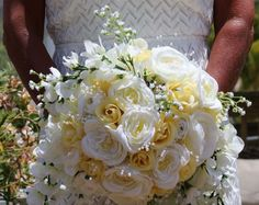 A cascading bouquet with strings of pearl beads