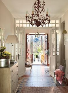 Shabby and Charming: Elegance and refinement for a beautiful Spanish house Hallway Decorating, Porch Decorating, Interior Decorating, Romantic Cottage, Cottage Chic, Shabby Chic Bedrooms, Shabby Chic Decor, Scandinavian Interior Design, Home Interior Design