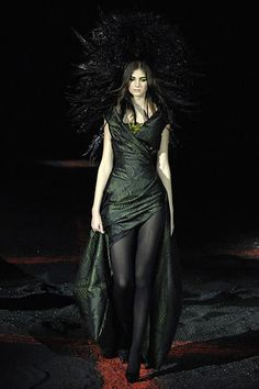 Alexander McQueen Fall 2007 Ready-to-Wear Fashion Show - Catherine McNeil