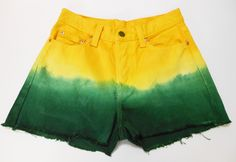 DIY yellow and green dip dye hot pants  See here: http://customizando.net/como-customizar-short-para-copa-do-mundo-brasil-1/