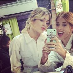 Tini Stoessel  y Candelaria Molfese