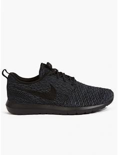 Men's Black Flyknit Roshe Run Sneakers