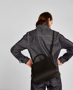 ZARA - MUJER - SHOPPER CREMALLERA MEDIANO Zara Official Website, Zara Bags, Medium Tote, Shopper, Color Negra, Chanel Boy Bag, Leather Backpack, Shoulder Bag, Handbags