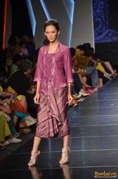 mau yang begini | IFW 2012 alif v2 Kebaya Lace, Kebaya Dress, Batik Kebaya, Blouse Batik, Batik Dress, Kimono, Dress Batik Kombinasi, Dress Shirts For Women, Clothes For Women