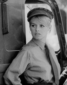 """Brigitte Bardot sur le tournage de """"Babette s'en va en guerre""""1959"""