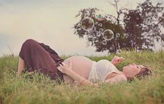 Praise Wedding » Wedding Inspiration and Planning » 15 Creative Maternity Photos