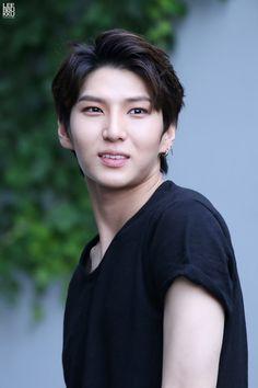 이뿌꾸 (@leebbukku)   Twitter - 160603 - Leo - Taekwoon - do not edit