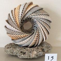Cockle Shell Art / Sculpture on Sea Stone Base - Edis .- Herzmuschelschale Kunst / Skulptur auf Sea Stone Base – Edisto Island USA Cockle shell art / sculpture on Sea Stone Base – Edisto Island USA, # cockle shell - Seashell Projects, Driftwood Crafts, Sea Crafts, Nature Crafts, Baby Crafts, Seashell Art, Seashell Crafts, Edisto Island, Deco Nature