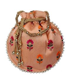 One of the most crucial factors a visitor are able to find will be the ideal backpack. Potli Bags, Ethnic Bag, Diy Bags Purses, Wedding Bag, Boho Bags, Beautiful Handbags, Evening Bags, Evening Party, Vintage Purses