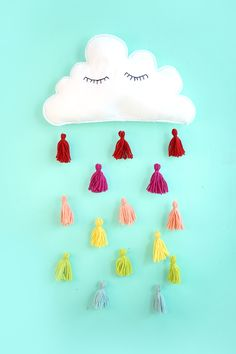 DIY Clouds + Tassels Kids Room Wall Decor (should do it with drops) Kids Wall Decor, Diy Wall Art, Diy Room Decor, Wall Décor, Felt Diy, Felt Crafts, Diy Crafts, Diy Projects To Try, Craft Projects