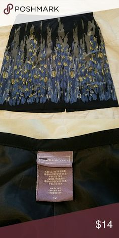 Adorable professional skirt!! Beautiful pattern. Great shape! Laura Scott Skirts Pencil