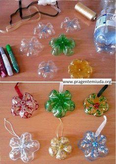 Colgantes hechos de los culos de las botellas de plástico.