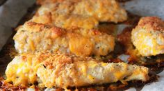 Crispy Cheddar Chicken - - Cheese, cheese and more cheese! That's the secret behind this yummy recipe for crispy, cheesy baked chicken. Cheesy Baked Chicken, Crispy Cheddar Chicken, Beef Recipes, Chicken Recipes, Cooking Recipes, Chicken Appetizers, Chicken Meals, Flour Recipes, Appetizer Dips