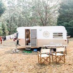 Caravan Renovation Diy, Diy Caravan, Caravan Makeover, Retro Caravan, Caravan Ideas, Camper Caravan, Vintage Campers Trailers, Vintage Caravans, Camper Trailers