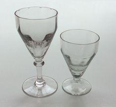 paksulasiset bistrotyyppiset viinilasit 50-60 luvulta . korkeampi lasi myyty