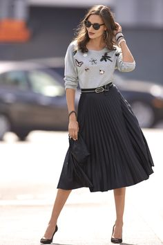 Trending Fashion   Women's Black Vegan Leather Pleated Skirt