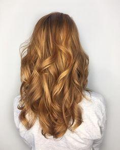 Tons quentes no cabelo sempre arrasam Essa cor incrível é chamada de #StrawberryBlonde e tem conquistado muitas adeptas #LorealPro #CorQueTransforma : @torilee_colorist