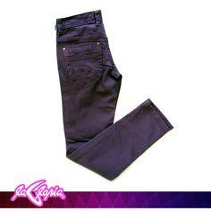 Sin importar el corte, lavado o color que elijas, los #Jeans son un #básico en el armario de cualquier #hombre #Caballeros 1er.Piso