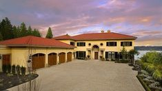 Tuscan style home in Sammamish, WA. From 1 of 30 projects by Gelotte Hommas. Carriage House Garage Doors, Tuscan Style Homes, Seattle Homes, Industrial Apartment, Unique House Design, Tuscan Design, Luxury Homes Dream Houses, Mediterranean Homes, House Roof