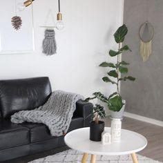 Ønsker jer alle en dejlig tirsdag . ____________________________ #whiteinterior#boliginspo#livingroom#blackandwhite#passion4interior#cozy#homesweethome#boligindretning#skandinaviskehjem#interior4all#interior123#mynordicroom#details#mystyle#boligmagasinet#bobedre#sweethome#homeinspo#lovelyinterior#nordiskehjem#nordichome#nordicminimalism#charminghomes#boligpluss#inspoweekend#ukensprofil#mitlyse