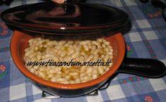 Fasogli (fagioli) a regolatura Fagioli cotti in pentola di terracotta sulle braci del camino - Beans cooked in clay pot on the coals of the fireplace