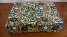 Estojo para lápis de colorir feito em cartonagem e revestido com tecido 100% algodão. <br>Várias estampas disponíveis no mostruário