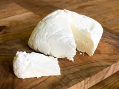 Easy Queso Fresco or Paneer - Queso fresco is a delicious, milky, fresh cheese that is a breeze to make. It doesn't melt, so it's a great cheese for grilling in cubes or slices, and is awesome crumbled over soups or salads. Fresh Cheese Recipe, Homemade Cheese, Cheese Recipes, Cooking Recipes, Easy Cheese, How To Make Cheese, Making Cheese, Serious Eats, Fromage Cheese