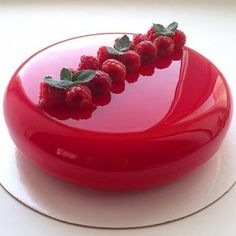 Fancy Mirror Cake by Olga Noskova wedding party glass red gorgeous amazing Mirror Glaze Recipe, Mirror Glaze Cake, Mirror Cakes, Creative Cake Decorating, Creative Cakes, Delicious Desserts, Dessert Recipes, Yummy Food, Cake Recipes