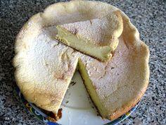 Mod de preparare umplutura: Smantana se pune la scurs pentru cateva ore (5-6 h), astfel: intr-un vas cu fund plat se pune cam jumatate de kg faina de porumb. Peste aceasta, se aseaza cateva servetele mai groase sau un ... Pavlova, Camembert Cheese, Dairy, Pie, Sweets, Cookies, Desserts, Recipes, Food