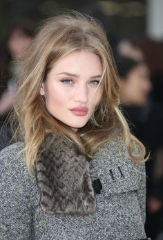 Rosie Huntington Whiteley London Fashion Week Burberry Autumn-Winter 2012