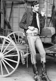 Gary Cooper on the set of The Texan (1930)