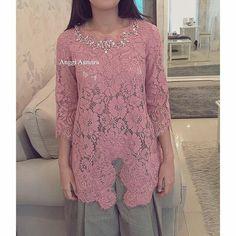 Really simple blouse... Pokokmen aku mau buat kebaya kaya gini aja. Ongkos jahitnya pasti murah