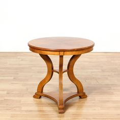This end table is featured in a solid wood with a glossy maple finish. This side table has a round table top with a curved leg tripod base and fluted accents. Unique piece perfect for the side of a sofa in an eclectic room! #americantraditional #tables #diningtable #sandiegovintage #vintagefurniture