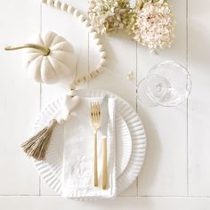 Pretty White and Pink Thanksgiving Table Setting