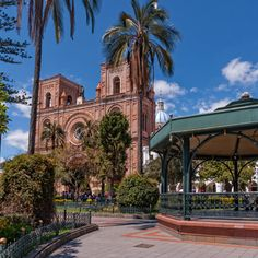 visit one of the most beautiful cities in South America, traveling to Cuenca; www.kuodatravel.com