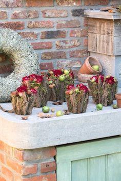 Potjes vol herfst zijn het. De warmrode rozen en de rozige bramen zorgen voor een warme uitstraling en maken van deze creatie een echte najaarstopper.