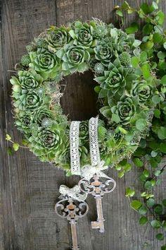 Legend of juicy wreath - Dekoration Hochzeit - Wedding Deco Floral, Arte Floral, Greenery Wreath, Burlap Wreath, Arrangements Funéraires, Christmas Wreaths, Christmas Decorations, Succulent Wreath, Flower Studio
