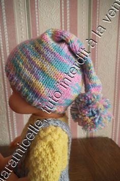 Poupon continue de s'habiller avec un petit bonnet de lutin TUTO MATERIEL laine à tricoter avec du 3,5 ai 3,5 POINTS EXPLICATIONS ici côtes 1/1 jersey surjet simple CATEGORIE LL le tour de tête est de 32 cm monter 68 mailles 4 rg côtes 1/1 continuer en...