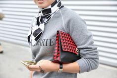 Pull Rodarte http://www.vogue.fr/defiles/street-looks/diaporama/street-looks-a-la-fashion-week-printemps-ete-2014-de-paris-jour-1-2/15421/image/852033#!pull-rodarte