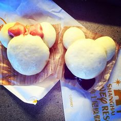 Mickey and Minnie Mouse steamed buns at Disney Shanghai #filter up in here. A single (crappy) bao/bun was RMB25 / 5Euros. #wtf #gramoftheday #disney #disneyland #disneyworld #disneyfood #zaishanghai #shanghai #mickey #mickeymouse #branding #trolled #shanghaidisneyland
