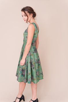 This 1950s inspired dress has a fitted bodice with a lovey v shaped detail on the back, the full circle skirt gives it a real vintage feel. Handmade in a beautiful green Liberty tana lawn fabric with bold floral pattern. Concealed side zip.  All garments are handmade in Manchester and made to order taking 4-5 working days. Available is sizes:  UK 8 - waist 26 chest 33 UK 10 - waist 27.5 chest 34.5 UK 12 - waist 30 chest 36 UK 14 - waist 32 chest 38 UK 16 - waist 34 chest 40  Measures…