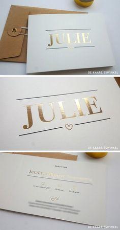Prachtig mooi geboortekaartje print en folie Julie. De lijnen op de voorzijde zijn geprint in zwart en de naam en het hartje zijn gedrukt in goudfolie.