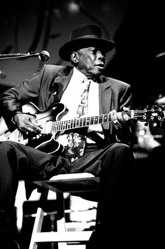 John Lee Hooker At Aire Crown Theater Jazz Blues, Blues Music, Blues Artists, Music Artists, John Lee Hooker, Jimi Hendrix Experience, Blues Brothers, Music Pics, Jazz Musicians