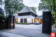 Social Housing Architecture, House Architecture Styles, Garden Architecture, Architecture Design, Home Building Design, House Design, House Cladding, Tropical Houses, House In The Woods