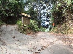 Hiking up in the hills of Penang, here's the junction to several destinations: Balik Pulau, Titi Kerawang falls and Tiger Hill