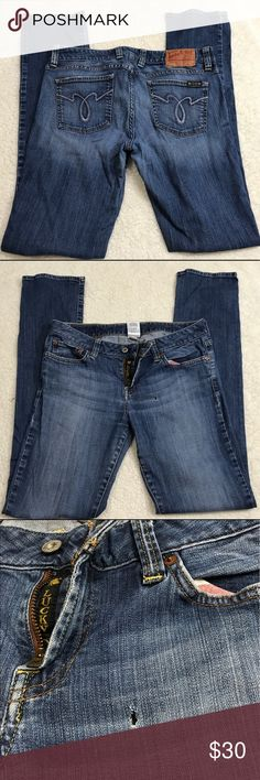 Women's Lucky Brand jeans Dungarees straight  30 Good condition . One hole as seen in pics Lucky Brand Jeans Straight Leg