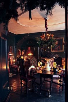 Dennis Severs' home in Spitalfields; Dining Room, floor, ready for Chr. - Dennis Severs' home in Spitalfields; Dining Room, floor, ready for Christmas - Witch Cottage, Witch House, Witch Room, Goth Home Decor, Dark Interiors, Gothic House, Victorian Homes, Victorian Gothic Decor, Gothic Interior