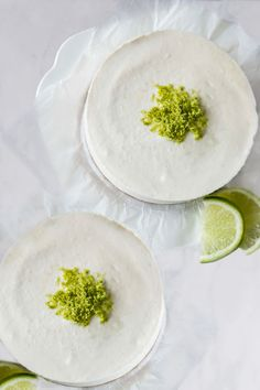 This raw lime cheesecake with golden base and creamy, slightly tart and perfectly sweet filling is not only delicious, but also healthy. Raw Vegan Cheesecake, Gluten Free Cheesecake, Lime Cheesecake, Cheesecake Recipes, Best Gluten Free Desserts, Raw Desserts, Vegan Gluten Free, Paleo Sweets, Recipes